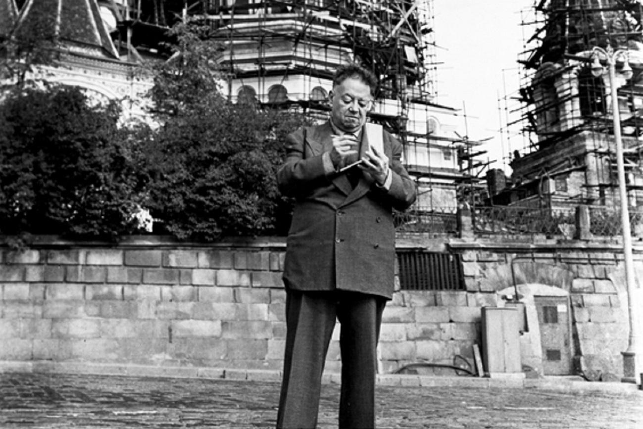 Diego Rivera en la Plaza Roja de Moscú, en 1955.