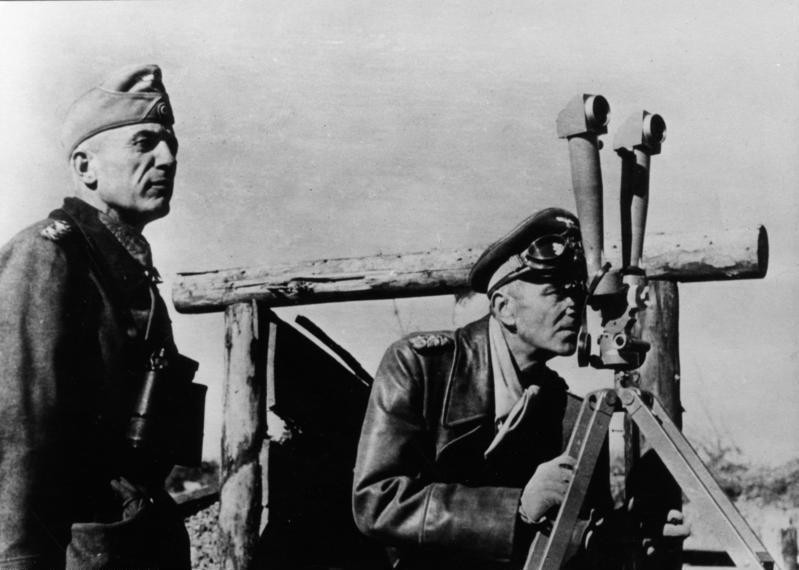 Walther Kurt von Seydlitz-Kurzbach, en el lado izquierdo de la foto, junto a Friedrich Paulus / Archivo Federal de Alemania/Jesse (CC-BY-SA-3.0-DE)