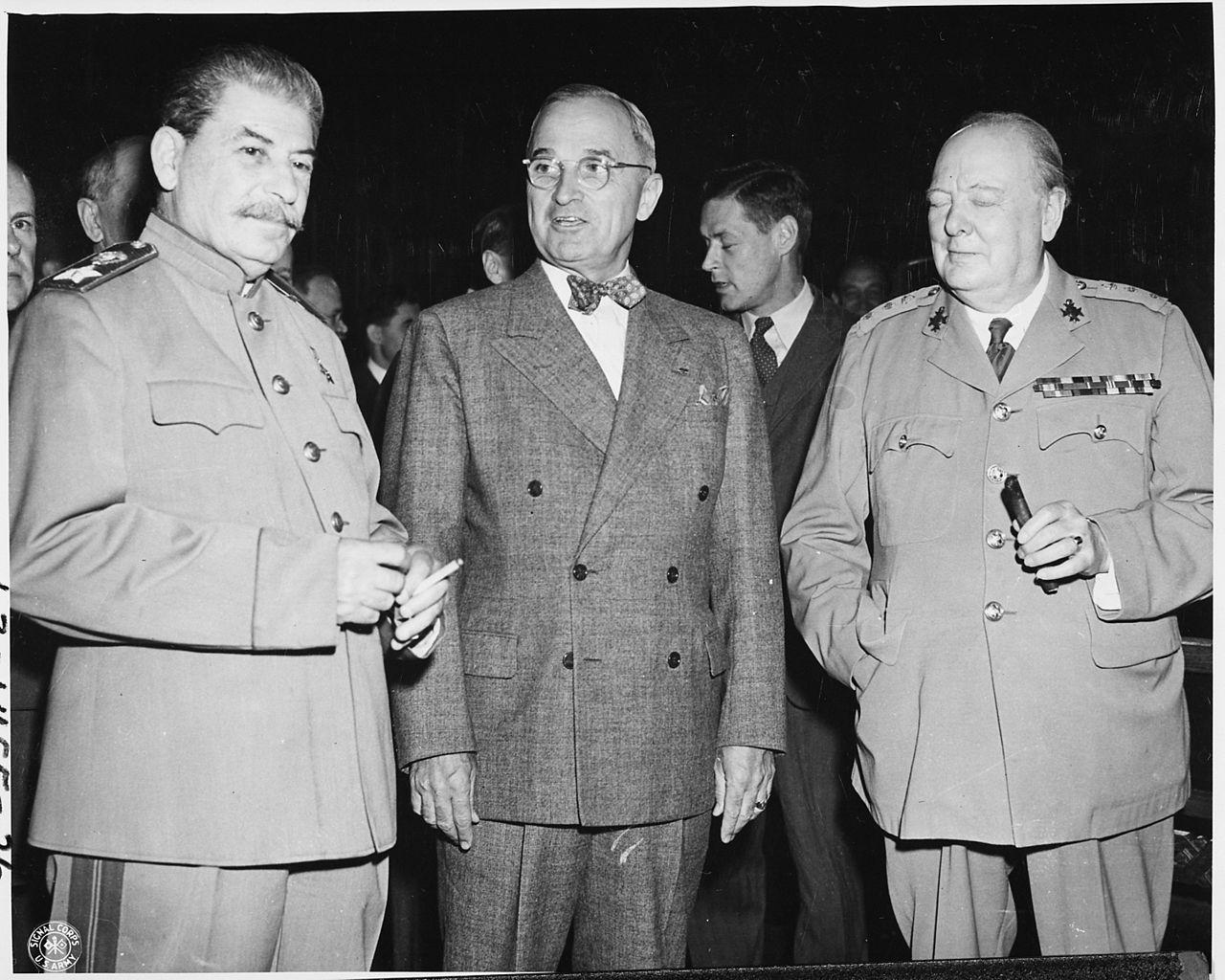 Хари С. Труман (в центъра) до Йосиф Сталин и Уинстън Чърчил.