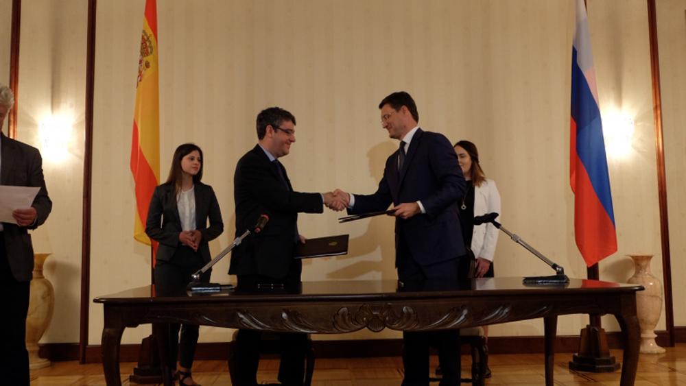Ministro de Energía, Turismo y Agenda Digital, Álvaro Nadal y su homólogo ruso, Alexánder Nóvak