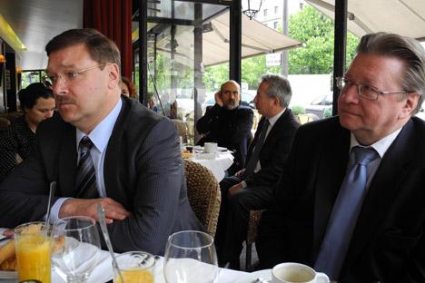 De gauche à droite: Konstantin Kossatchev, de l'agence Rossotrounichestvo et Igor Chpynov, directeur du Centre culturel de Russie à Paris. Crédit photo: Dimitri de Kochko