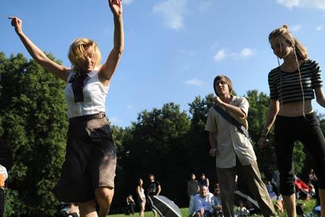 Les parcs publics de Moscou vont être réinvestis par des soirées dansantes. Crédit photo: Itar-Tass
