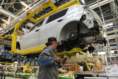 Chaîne d'assemblage de Lada Largus, le premier véhicule d'AvtoVAZ basé sur la plateforme Logan. Crédit photo: AFP/EastNews