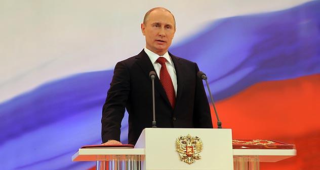Vladimir Poutine a prêté serment lundi 7 mai 2012 sur la Constitution russe, redevenant ainsi président de la Russie pour un troisième mandat. Crédit photo: AP