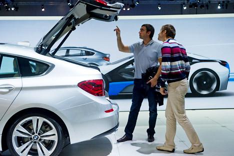 Les Russes qui parviennent à peine à joindre les deux bouts comptent dépenser dans leur voiture autant que la classe moyenne, parfois même plus. Crédit photo: RIA Novosti / Grigori Syssoiev