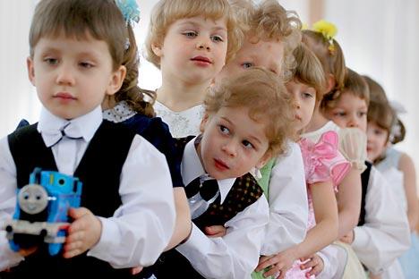 En Russie, chaque année, de 350 000 à 600 000 roubles (8 750 à 15 000 euros) sont alloués à chaque orphelin selon les régions. Crédit photo: Itar-Tass
