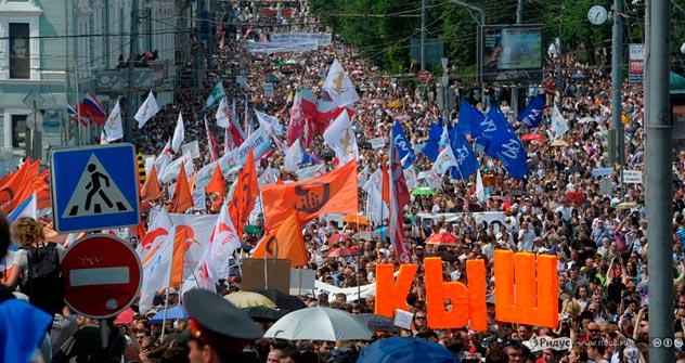Selon la police, quelque 15.000 personnes se sont rassemblées sur l'avenue Sakharov, selon les organisateurs, entre 50.000 et 100.000 personnes. Crédit photo: Anton Touchine / ridus.ru