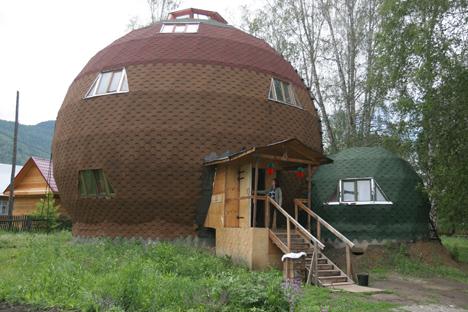 Dans les montagnes de l'Altaï et au-delà, des rumeurs persistantes circulent selon lesquelles des maisons rondes seraient construites. Crédit photo: RIA Novosti