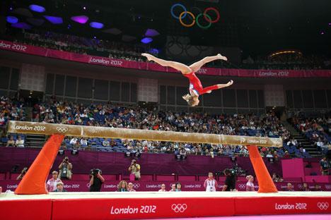 Viktoria Komova est en concurrence sur le faisceau pendant la qualification des équipes féminines de gymnastique artistique. Crédit photo: Getty Images / Photobank