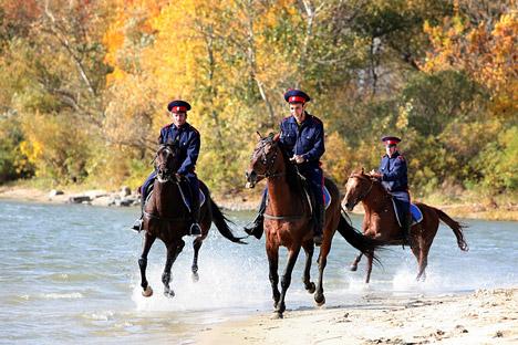 Le gouverneur de la région de Krasnodar: «Lorsque les Cosaques travailleront aux côtés des représentants des forces de l'ordre, les policiers se sentiront plus sûrs d'eux». Crédit photo: Itar-Tass