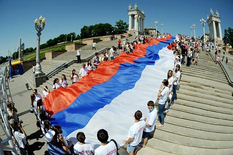 L'origine des couleurs choisies pour le drapeau de la Russie n'est pas établie avec certitude, mais on estime que le blanc signifie la liberté, le bleu, la Vierge, protectrice de la Russie, et le rouge, la puissance. Crédit photo: Itar-Tass