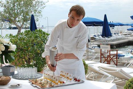 Ivan Berezoutski: «Nous connaissons bien les produits français, car la cuisine française, c'est un classique chez nous. Mais j'ai fait découvrir beaucoup de choses aux Français». Crédit: Maria Tchobanov