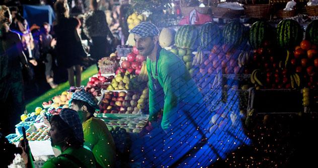 Cette fête de la mode dans le marché Danilovski ne s'est pas limitée aux intersections culturelles russo-italiennes: tous les invités du festival se sont vus offrir des chapeaux typiques de l'Asie centrale (tioubeteïki). Crédit photo: Alexeï Smirno
