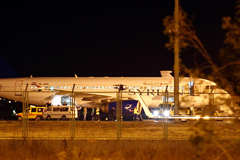 Mercredi 10 ocotbre, des chasseurs F-16 turcs ont contraint un avion de ligne syrien Airbus A-320 reliant Moscou à Damas à atterrir à l'aéroport d'Ankara-Esenboga pour un contrôle de sécurité. Crédit: Reuters/Vostock Photo