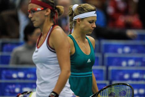 Maria Kirilenko (à droite) lors du match de la coupe du Kremlin 2012 contre Yaroslava Shvedova du Kazakhstan. Crédit: RIA Novosti