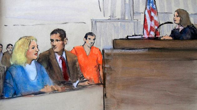 Sur le sketch, Elena Vavilova, alias Tracey Lee Ann Foley (à gauche), et son mari, Donald Heathfield (en tee-shirt orange) dans le tribunal fédéral de Boston, le 1er juillet 2010. Heathfield et Foley étaient parmi les 11 personnes accusées d'avoir te
