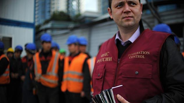 Russie. Le départ de l'étranger est contrôlé par des agents du Service fédéral des migrations (FMS). Crédit: Itar-Tass