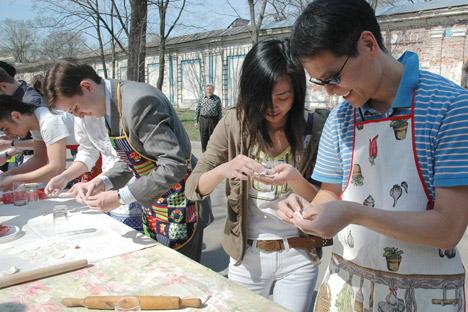 «Les étudiants ont commencé à se réunir selon leurs traditions culturelles, puis ont décidé d'inviter les autres jeunes à se joindre à leurs fêtes», a dit le recteur de la La Haute École d'Economie Iaroslav Kouzminov. Crédit photo: PhotoXpress