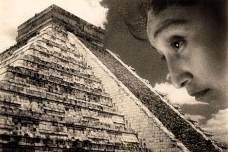 """La pyramide, le profil. Photographie n & b réalisée lors du tournage du film de Sergueï Eisenstein «Que viva Mexico!"""", 1931-1932 Tirage argentique d´époque. Photographe non identifié. Source: service de presse"""