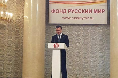 Le premier ministre russe Dmitri Medvedev a inauguré les deux jours de travaux, consacrés notamment à l'interpénétration de l'histoire et de la langue russe pour la définition d'une identité russe. Crédit photo: Dmitri de Kochko