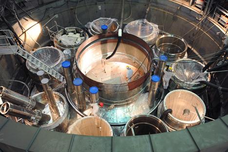 Assemblage du réacteur dans le secteur «propre» du block BN-800 à la station de Beloyarsk. Crédit photo: RIA Novosti
