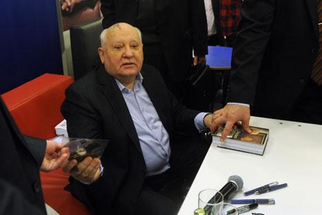 Le travail sur le nouveau livre a été dur, a reconnu Gorbatchev. Crédit: Itar-Tass