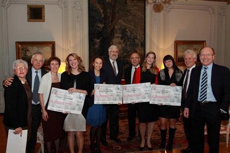 Sur la photo: l'Ambassadeur de France en Russie Jean De Gliniasty (au centre), les organisateurs et jury du Grand Prix V.I.E Russie, les lauréates et leurs chefs d'entreprises. Crédit: Ubifrance, Anatole Miriouk