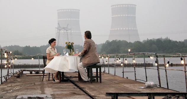 Ivan atomique, de Vassili Barkhatov, est une comédie passable visiblement destinée à rassurer le public russe sur l'innocuité de l'énergie nucléaire. Source: kinopoisk.ru