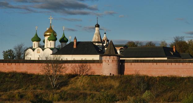 Dans les temps anciens, Vladimir était entouré d'une muraille et d'un fossé. Crédit: Oleg Serdetchnikov