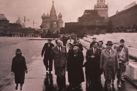 Le chanoine Kir en compagnie de Nikita Khroutchev à la Place Rouge, le 9 septembre 1964. Source : service de presse