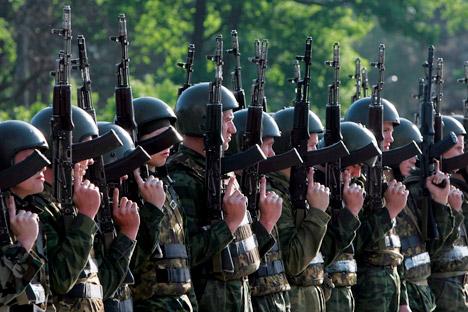 Les soldats des Forces spéciales russes (Spetsnaz) lors d'un essai militaire. Crédit: Itar-Tass