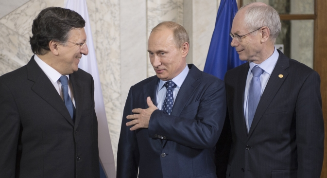 De gauche à droite : Le président de la Commission Européenne Jose Manuel Barroso, le président russe Vladimir Poutine et le président du Conseil Européen Herman Van Rompuy la veille du sommet Russie-UE. Crédit : Sergueï Gouneev/RIA Novosti