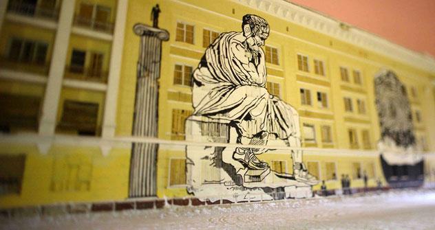 Une méthode pratique, qui permet de peindre à la maison et de coller en quelques secondes l'œuvre sur les murs de Moscou. Source: archives personnelles