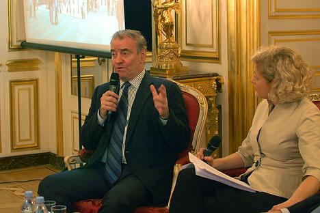 Lors de la présentation du projet à Paris Valery Guergiev a souligné que le nouveau théâtre Mariinsky a été conçu pour recréer des meilleures conditions acoustiques pour l'opéra.  Crédit : Maria Tchobanov