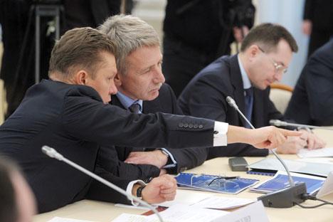 Le PDG de Gazprom Alexeï Miller (à g.) et le PDG de Novatek Leonid Mikhelson lors d'une discussion sur les exportations de gaz. Crédit : Alexeï Nikolski/RIA Novosti