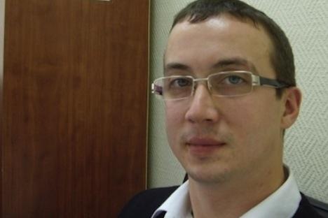 L'opposant, qui a demandé l'asile politique aux Pays-Bas, s'était vu recevoir un refus par les autorités locales et devait être expulsé vers la Russie. Source : moikrug.ru