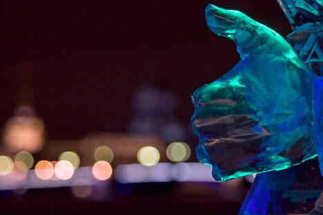 Chaque hiver, le festival de sculpture sur glace de Vyugovey expose ses sculptures dans plusieurs points de Moscou. Crédit : Itar-Tass