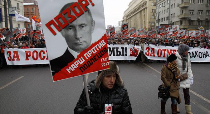 """""""Poutine V.V. Honte ! La marche contre les salauds"""". Crédit : Reuters/Sergueï Karpoukhine"""