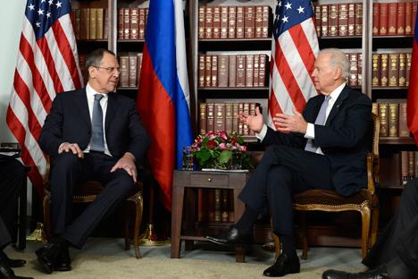 Ministre russe des Affaires étrangères Sergueï Lavrov et vice-président américain Joseph Biden. Crédit photo : AFP / East News