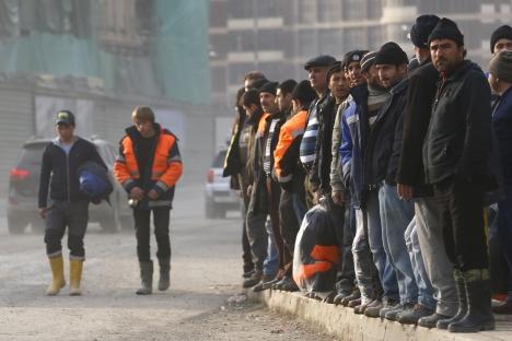 Parmi les infractions les plus fréquentes, HRW constate la retenue de salaire des ouvriers. Crédit : Reuters