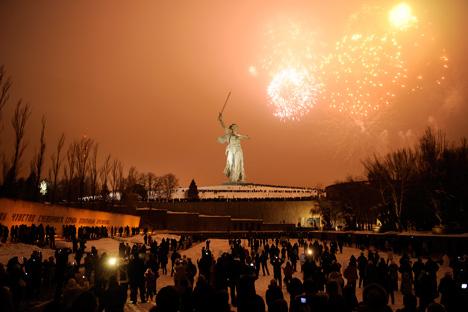 Les célébrations se sont achevées avec un feu d'artifice au kourgane Mamaïev. Crédit photo : Mikhail Mordassov / Focus Pictures