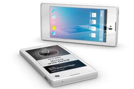 L'écran e-ink du YotaPhone peut aussi servir à d'autres tâches : lire des messages SMS, suivre son fil d'actualités sur Facebook, consulter des cartes, chercher des informations, etc. Source : www.yotaphone.com