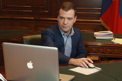 Le premier ministre russe Dmitri Medvedev est l'un des twitteurs les plus acharnés. Crédit : AP