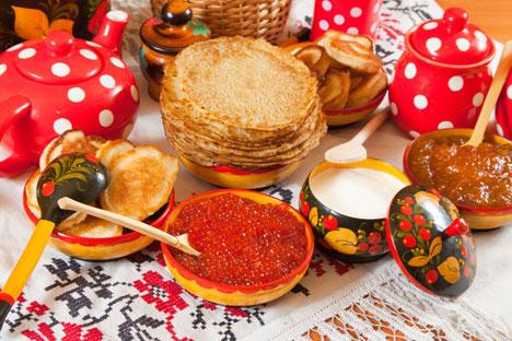 Comme leurs semblables occidentaux, les crêpes, pancakes et palatchinki, les blinis se mangent avec d'innombrables garnitures, sucrées ou non. Crédit photo : Lori / Legion Media