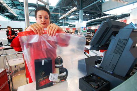 L'année dernière, les ventes de produits hors taxes ont été de l'ordre d'un milliard de dollars, la part des ventes à bord des avions ayant atteint 10-15% de ce montant. Crédit : RIA Novosti