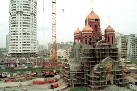 De nombreux moscovites ne comprennent pas pourquoi ériger de nouveaux lieux de cultes orthodoxes alors qu'ils constatent que les temples à proximité sont désertés. Crédit : Itar-Tass