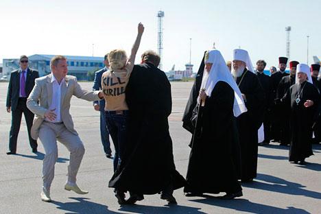 La plus haute figure de l'orthodoxie russe a été prise au dépourvu par les FEMEN à l'aéroport de Kiev Crédit : AFP