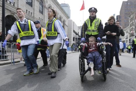 Deux explosions se sont suivies à 12 secondes d'intervalle dans Boston le 15 avril à l'arrivée du marathon international. Crédit : AP