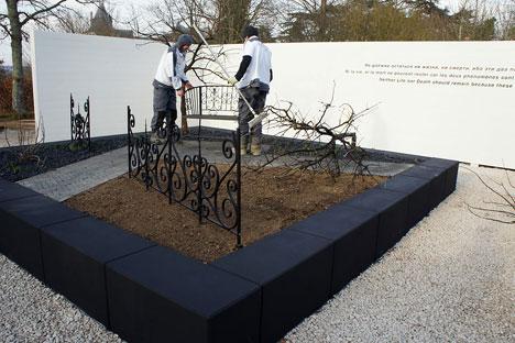 C'est le carré noir de Kazimir Malévitch que les concepteurs ont choisi comme forme du jardin. Source : renaissance.mox.ru