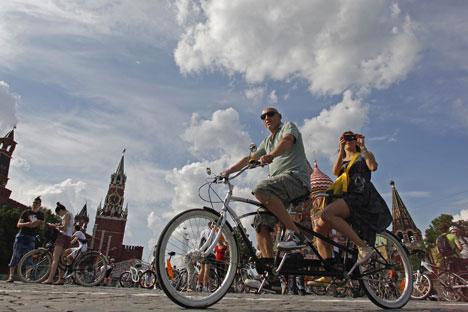 Moscou a imaginé un nouveau concept : le « vélo-politain » (jeu de mots avec « métropolitain »), qui prévoit entre autres des pistes cyclables le long de la rivière Moskva.Crédit photo : Reuters